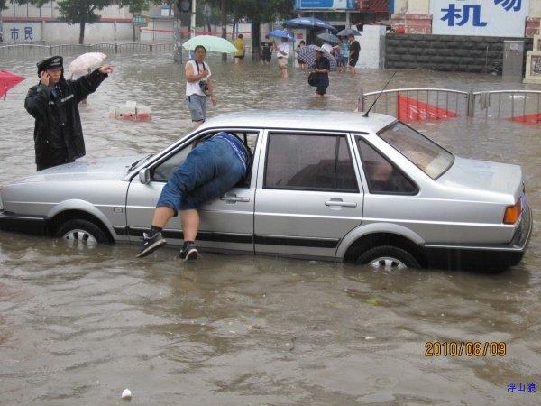 一场暴雨过后<wbr>山东聊城成了山寨版威尼斯