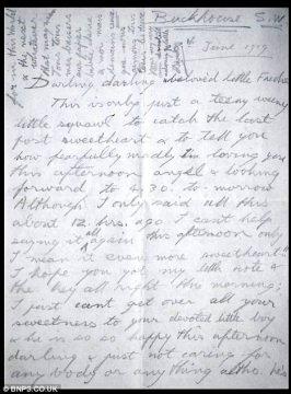 """爱德华八世写给弗丽达的情书手稿,署名是""""最爱你的小可爱大卫"""""""